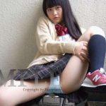 【のどか】赤いスニーカーを履いた制服の女子校生の水色の生パンティ