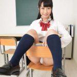 【本澤朋美】上級生っぽいツインテール女子校生の制服パンチラ