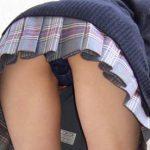 【らな】紺色テカテカパンティがえっちな女子校生のパンチラ